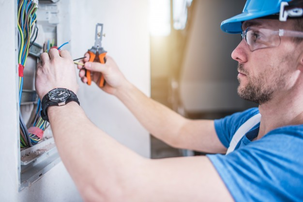 A Toolbox Talk on Preventing Electrical Shock